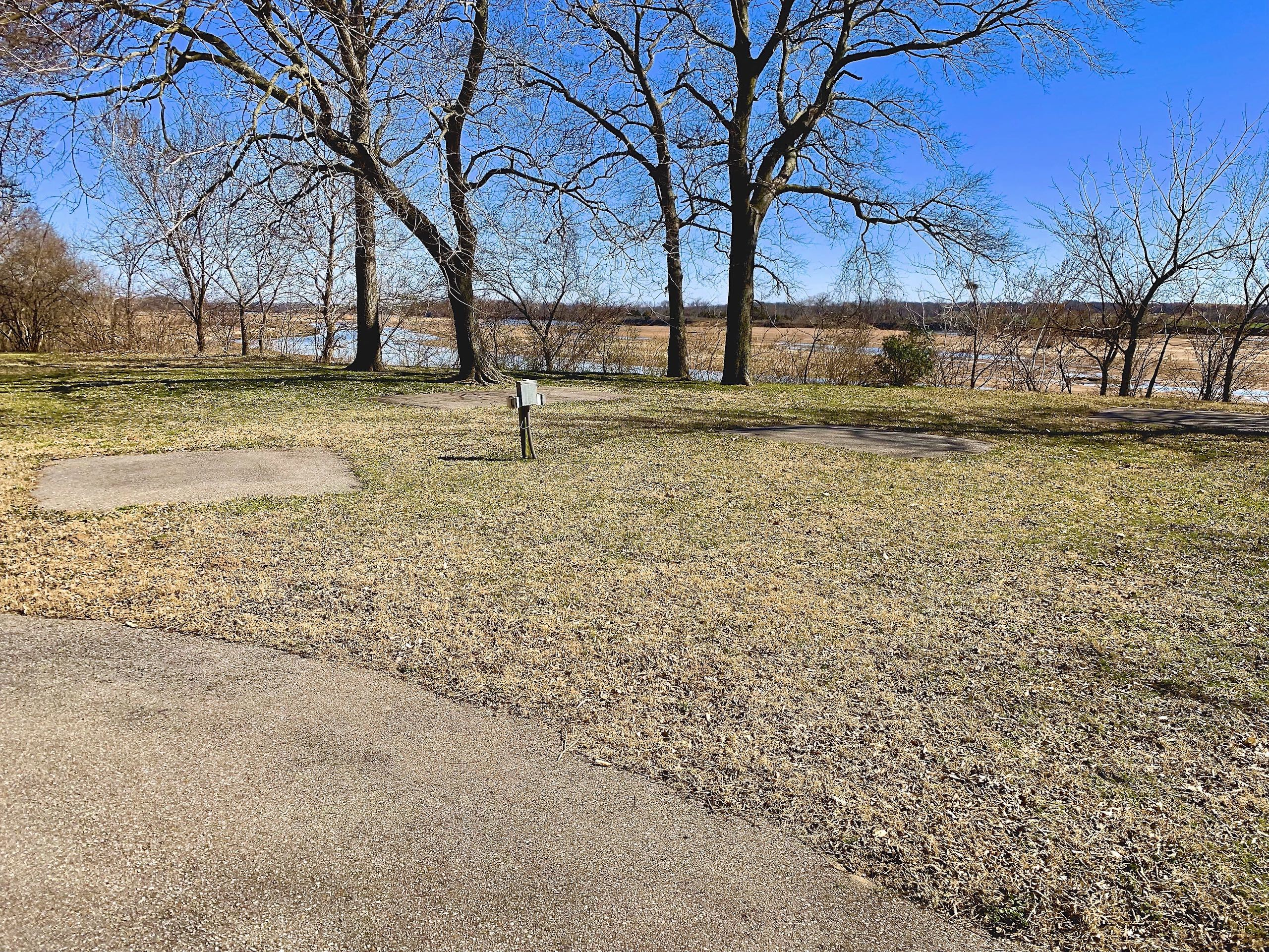 Ponca City OK_ACRAGE-011-Multiple-picnic-areas-with-electricity-already-in-place